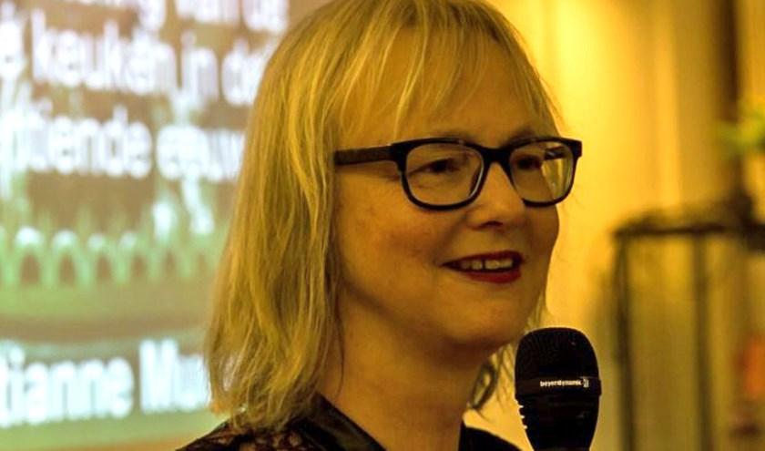 Christianne Muusers geeft een lezing waarbij ook geproefd kan worden. Foto: Peter Putters.