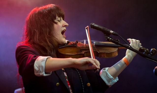 Zangeres en multi-instrumentaliste Miriam Moszko speelt ook tijdens het Open Podium in Muziekcafé De Lantaern. (foto: PR)