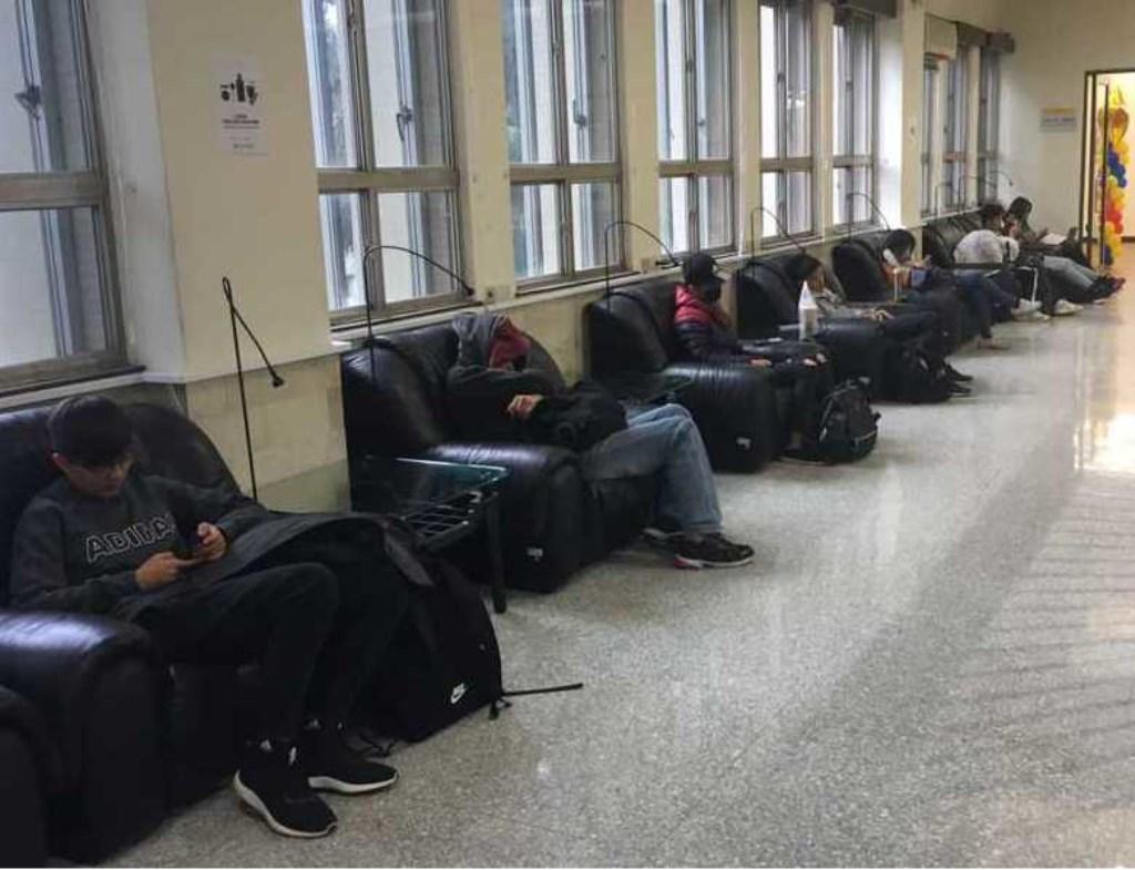 """Rick: """"Taiwanese studenten slapen regelmatig in de les. En studenten slapen verder in de bibliotheek.""""  © Persgroep"""