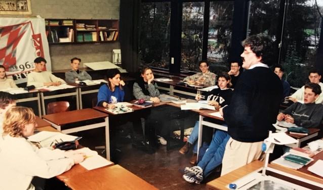 Oud-leerkracht Frank Durant heeft menig leerling weten te boeien (en vast te leggen) tijdens zijn carrière op het d'Oultremontcollege in Drunen.