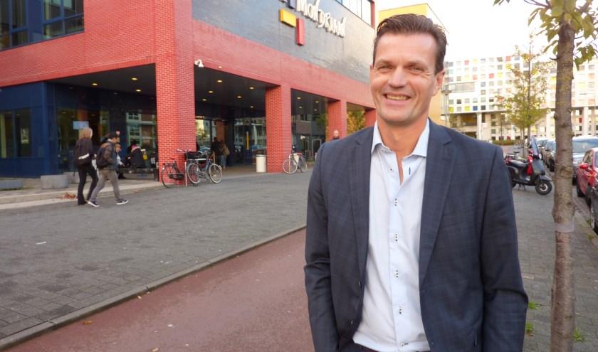 Marcel van den Broek bij een vestiging van Mondriaan in het centrum. Hij wacht met smart op een besluit over een grote school in Zuidwest.