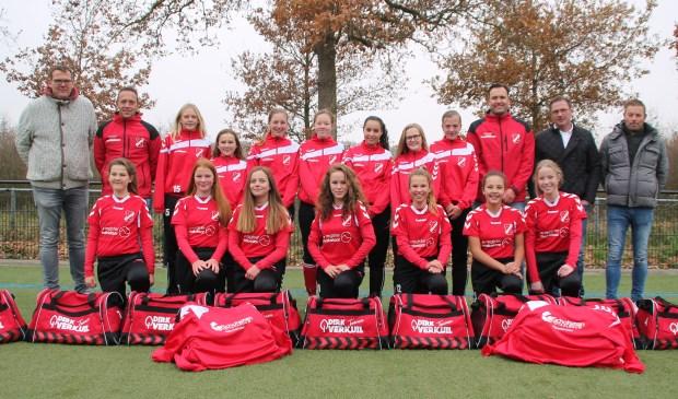 SC Hoevelaken MO15-1 en de sponsors. (Foto: Robert Kreuning)