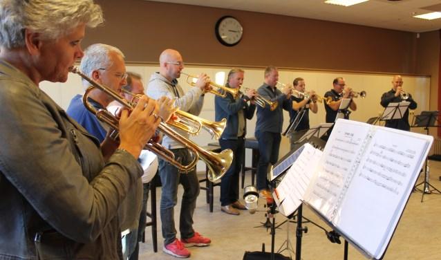 Ongeveer 35 gasten van de Later als je Big Band kregen masterclasses van muzikanten van het Metropole Orkest.