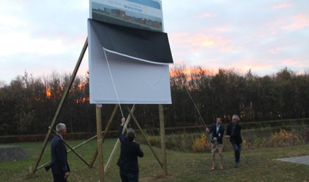 Plaatje van de onthulling van het bouwbord van Zonnepark Welschap.