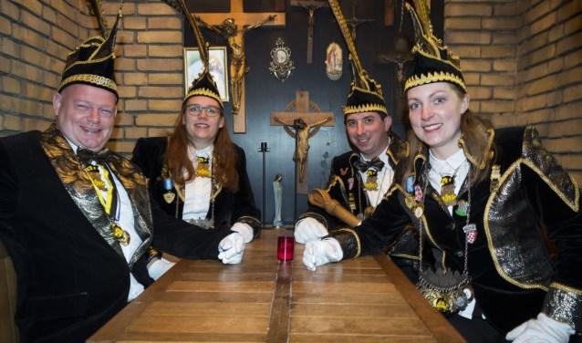 Na vier jaar draagt voorzitter Cees Hems (65) de scepter over aan de huidige stadsprins Bart Vogels (33).