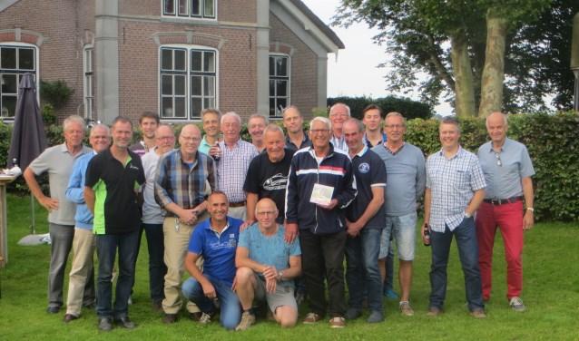 Leden van Recreantenvolleybalclub SOOL tijdens de jaarlijkse BBQ. Regelmatig werden toernooitjes gespeeld, PTT Toernooi in Amsterdam, Scarabee in Ter Aar, plaatselijke Brandweer of voor een goed doel.