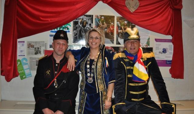 Op de foto van links naar rechts Veldwachter Hennie, Prinses Elma en Adjudant Peter.