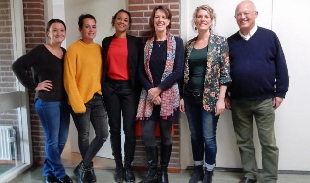 Het Rode Kruisgebouw Zeist heeft nieuwe huurders: Homerun: Fenne Hegeman, Cynthia Frempong, Astrid van Reijsen. Samen Oplopen: Linda Otterman, Tabitha Wendt. Aat Grinswis (Rode Kruis Zeist).