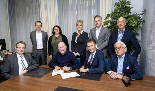 Ondertekening statuten coöperatie centrum, Gemeente Papendrecht .(Foto: Richard van Hoek)