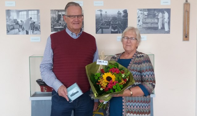 Familie Willemse ontvangt bloemen en een DVD.