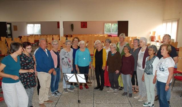Het koor Zingen voor je Leven repeteert om de week in De Open Hof. (Foto: Toon Hermans Huis Ede)