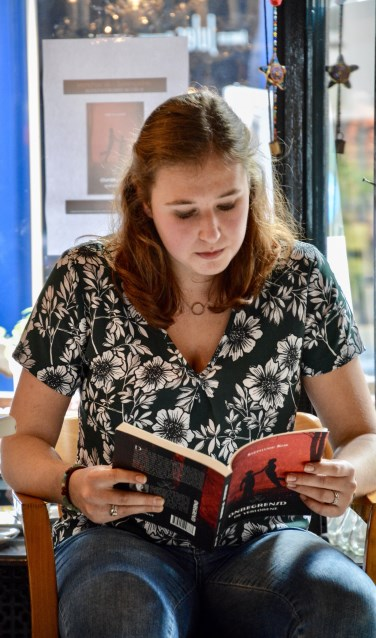Stéphanie Kok leest voor uit eigen boek