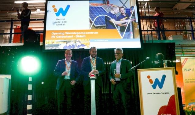 Officiële openingshandeling door Sven Asjiee (directeur OTIB), Oscar van Leeuwen (wethouder Gemeente Montferland), Ron van Stralendorff (directeur IW Achterhoek Rivierenland)