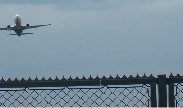 Opstijgend vliegtuig op Eindhoven Airport. Foto: Bernard Gerard.