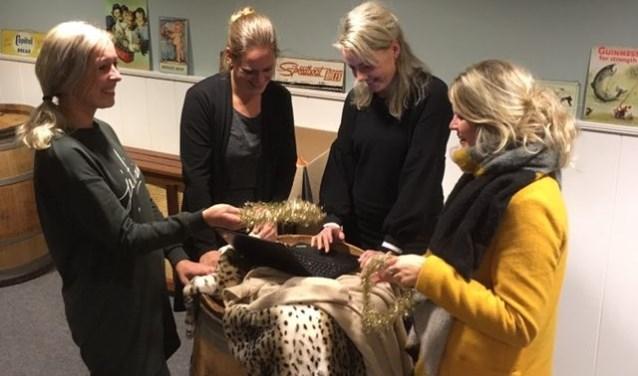 De Kerstlichtjestocht-commissie: vlnr Anja Tuinman, Lianne de Ruiter, Herma Bonsink en Andrea Voskuil.