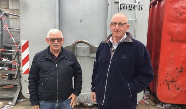 Deze mannen zijn al jaren vrijwilliger bij het inzamelpunt voor oud papier.