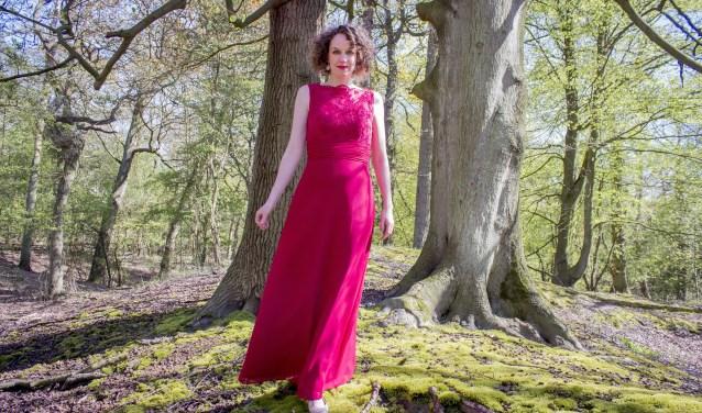 Sopraan Wendy Roobol, soliste in Bach's mini-opera's (foto: Jip Warmerdam).