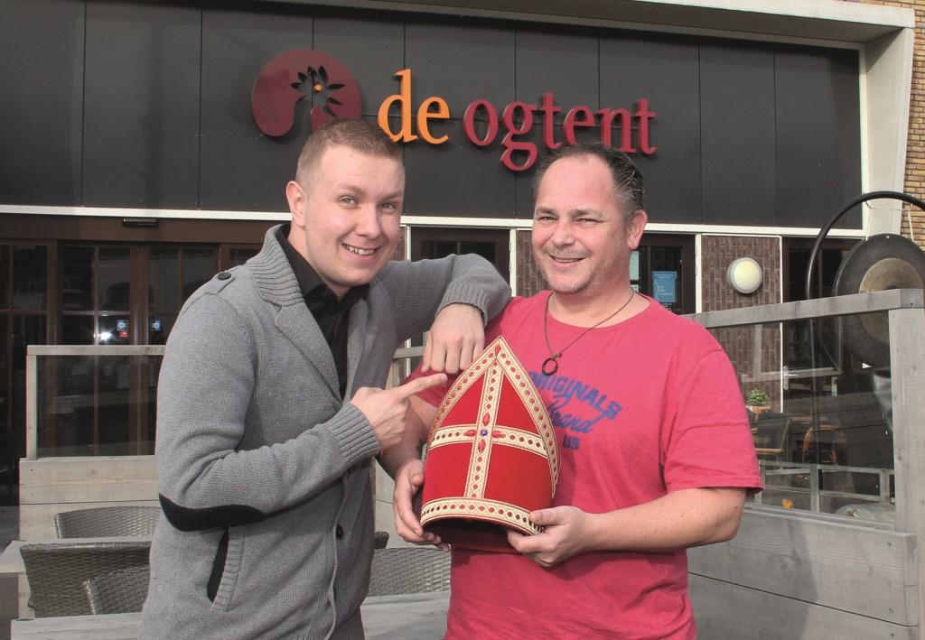 Sander Ketels (links) en zijn Sinterklaas nemen vast poolshoogte bij De Ogtent.
