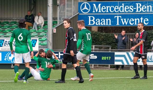 Teleurstelling bij de spelers van JVC Cuijk na een tegentreffer van HSC'21. (foto: Wim Busschers)