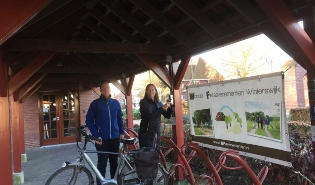 Toeristen, die een bezoek brengen aan de VVV, kunnen achter het voormalige Raadhuis bij de fietsenstalling hun elektrische fietsen opladen.