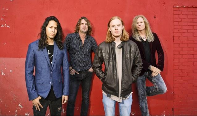 Zaterdagavond 8 december speelt 'Adje' Vandenbergh met zijn band MoonKings in Gebouw-T in Bergen op Zoom. FOTO: STEFAN SCHIPPER