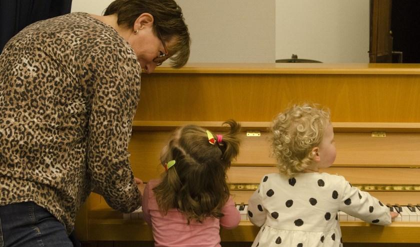 Het is heel erg goed voor de ontwikkeling van kinderen als ze al in een vroeg stadium van hun leven bezig zijn met muziek.