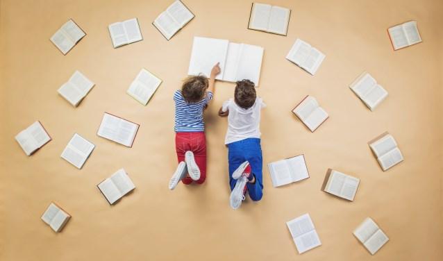 Je gaat het kind/de kinderen voorlezen, maar ook breder kijken op welke manier kinderen thuis meer gestimuleerd kunnen worden in taal.