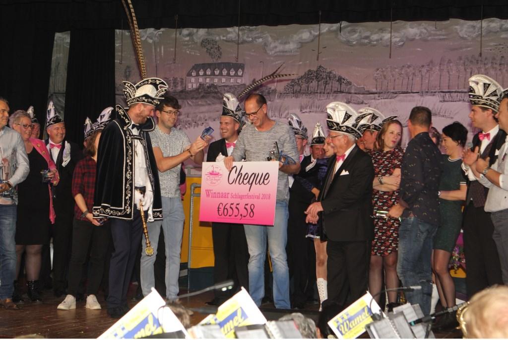Buurtvereniging De Tunnelduikers wint het Schlagerfestival.  © Persgroep