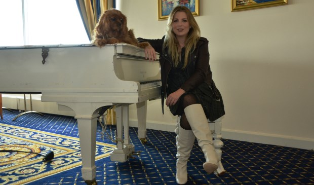 Jennifer in het sfeervolle Hotel Atlantic op Kijkduin