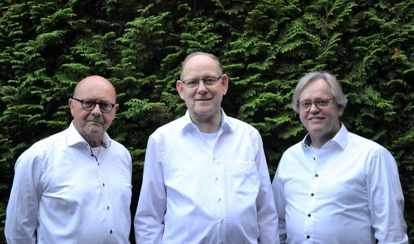 Pro et Contra: zanger Leo van Bussel Jan Geven op toetsen en Joop Martens op gitaar.