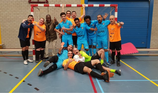 Veertien Enschedese statushouders deden in Purmerend mee aan een grootvoetbaltoernooi in het kader van Life Goals.