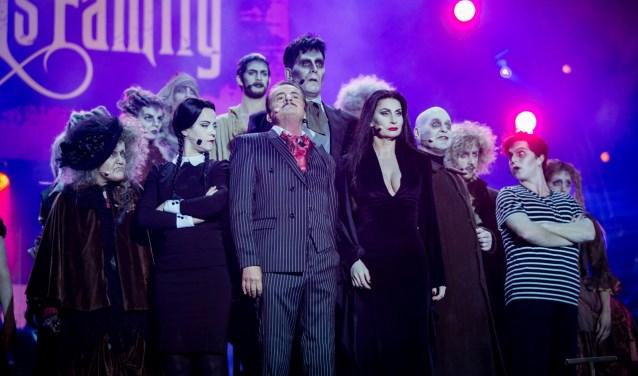 De musical The Addams Family kent een topcast met onder andere  Pia Douwes, Johnny Kraaijkamp en Tony Neef. (foto: Ritchie Riekerk)
