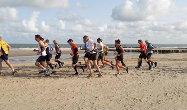 De HobbeldeBobbelloop in Zoutelande is dit jaar toe aan zijn achttiende editie. FOTO: PR