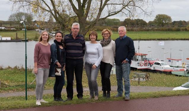 Het nieuwe redactieteam van Opiniecafé Cuijk zorgt voor nieuw élan. (foto: Nico van Ast)