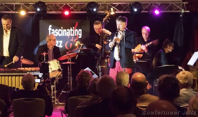 Doctor Bernard & The Swing Cats speelt 'swing jazz' in de stijl en traditie van Benny Goodman en Fletcher Henderson.