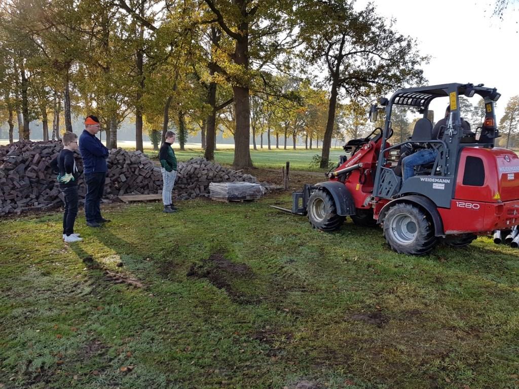 Leerlingen Pronova proeven aan praktijk. Foto: Present Winterswijk © Persgroep