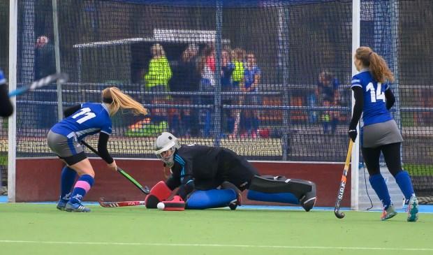 Ismay stopt schot van Bemmel Foto: Wil Kuijpers © Persgroep