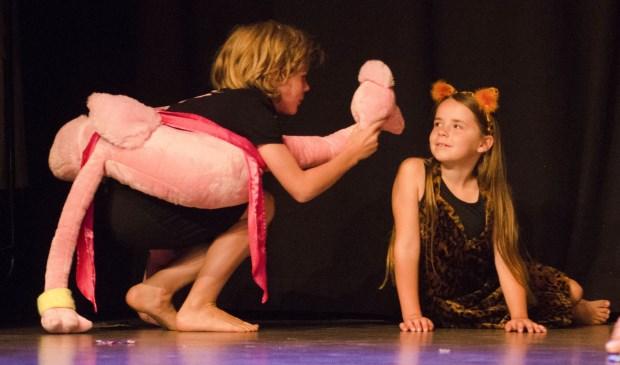 De Theaterspeeltuin is een superleuke kennismaking met theater waarin jonge kinderen hun fantasie helemaal kwijt kunnen.