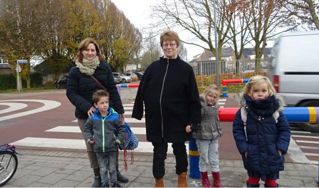 v.l.n.r. Adrie de Wit met zoon Teun, Ineke Merks met kleindochter Rebecca en Lizanne van Loon. Foto: Mieke Boelen