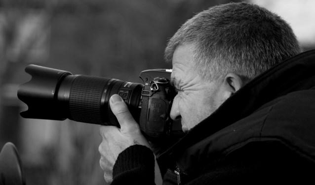 Toon Scholten met camera in de aanslag