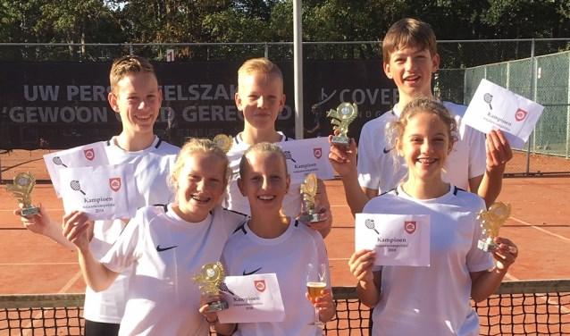 Het mixed team 11 t/m 17 jaar: Justin Walet, Ruben van Es, Joël van Es, Ilse van den Ham, Isa Hoogebeen en Luna Hoogebeen.