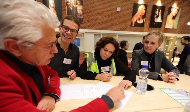 Op de Beursvloer 2018 worden driftig matches gemaakt tussen bedrijfsleven, stichtingen en verenigingen.