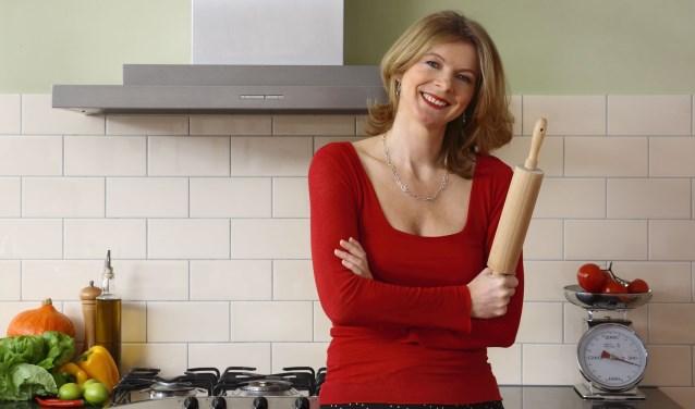 Karin Luiten is culinair journalist en kookboekenschrijfster, bekend van dagblad 'Trouw' en van haar succesvolle kookboeken 'Zonder pakjes en zakjes'.