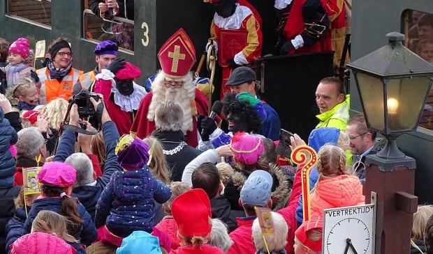 Het zal de laatste keer zijn dat burgemeester Kok de vrolijke stoet op het station ontvangt; medio volgend jaar heeft Haaksbergen een nieuwe burgemeester.