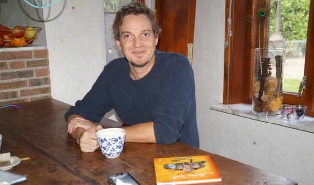 De Brakelse Erwin de Ruiter schreef, samen met zijn gezin, het boek 'Mama gaat logeren'. Een samenleesboek voor het gezin als één van de ouders een periode moet worden opgenomen.