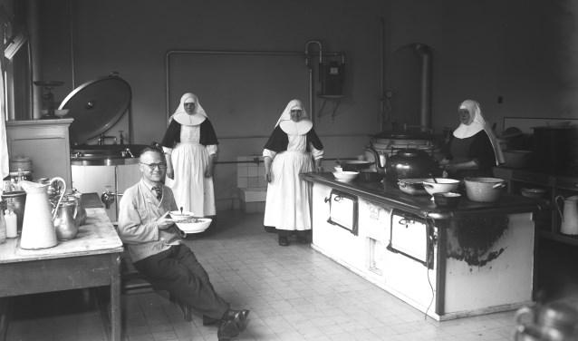 Een kijkje in de keuken van het Groot Seminarie in Haaren in de zomer van 1944.