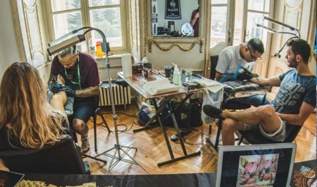 Een kijkje in de studio van Six Feet Under aan de Hooghuisstraat in Oss.