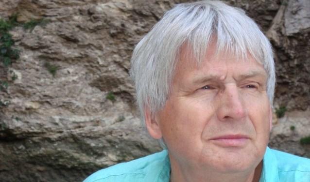 Kees van Houten schrijft als tegenhanger van zijn serieuze activiteiten als musicus en organist  ook vrolijke limericks over kerkmuziek.