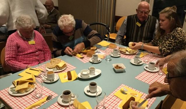 Een gezamenlijke broodmaaltijd bij de Zonnebloem
