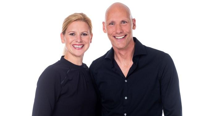 is Jan Geert Wagenaar met zijn collega chiropractor Ailsa van Poecke- Barrett.
